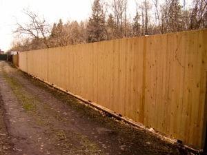 Деревянный забор деревенский