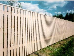 Деревянный забор белый