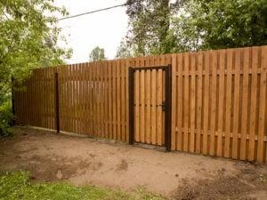 Деревянный забор дачный