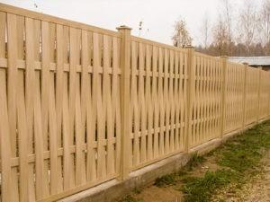 Деревянный забор для коттеджа