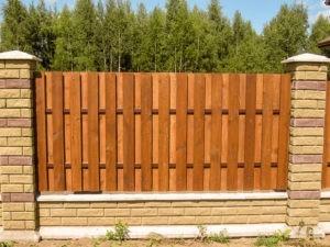 Деревянный забор оригинальный