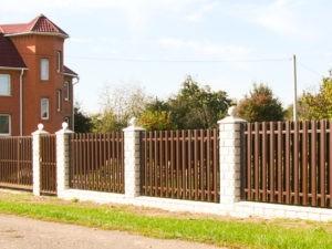 Оригинальный забор из евроштакетника