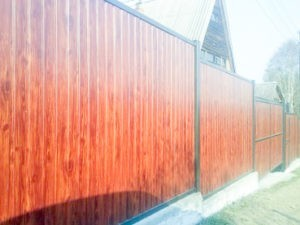 Забор из профлиста имитация дерева