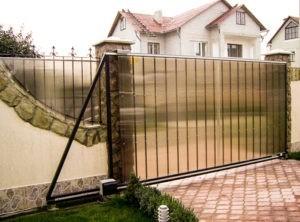 Забор из поликарбоната оптимальный