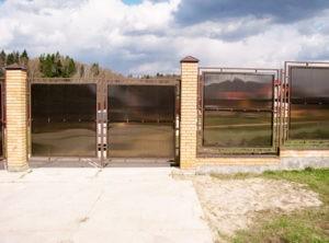 Забор из поликарбоната современный