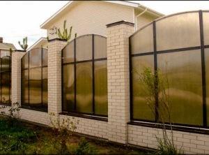 Забор из поликарбоната для коттеджа