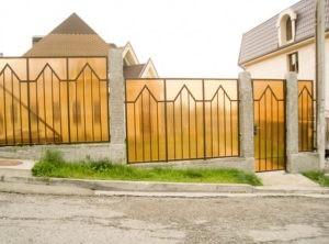 Забор из поликарбоната светлый