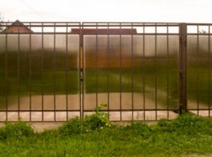 Забор из поликарбоната красивый