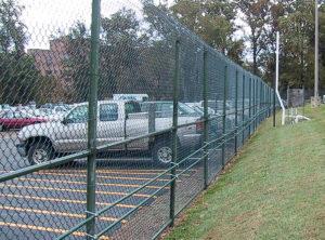 забор из сетки рабицы парковка