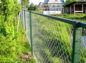 забор из рабицы дача