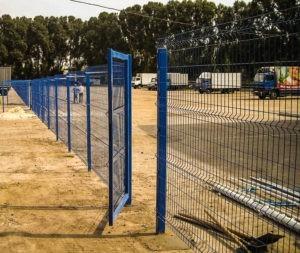 забор из сварной сетки монтаж